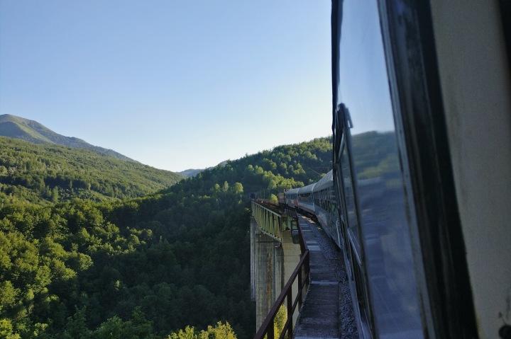 Viadukt Zugfahrt Serbien