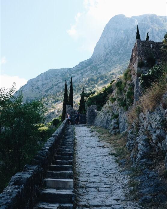Treppenstufen zu Kotor Castle of Saine Giovanni