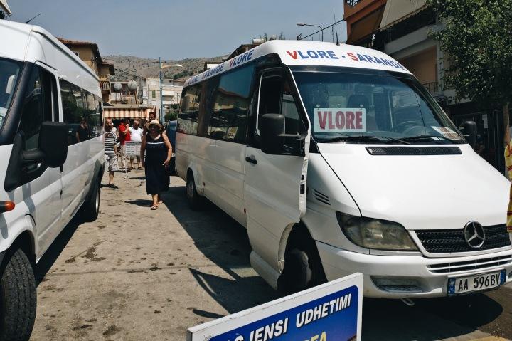 Minibusse in Saranda