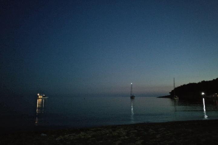 Nachts am Strand von Himare